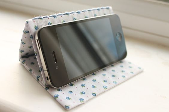 DIY Tutorial - IPhone Stand