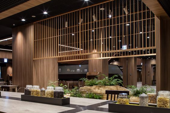 Drawing on a combination of natural elements from Japanese scenery, CL3 has created an indoor Zen environment to complement the synthetic nature of the Shinjuku district which is known for attractions such as robotic waiters.