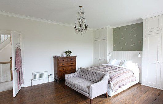 Inspiration: Sofas at the Foot of the Bed