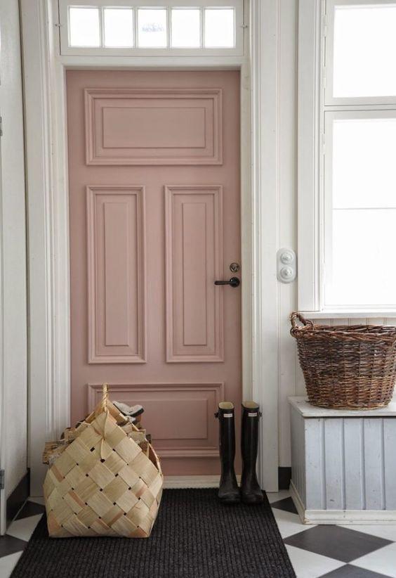 Inspiring ways to use 2016 Pantone's Colors of the Year: #Serenity and #RoseQuartz in your home. #pinkdoor #painteddoor