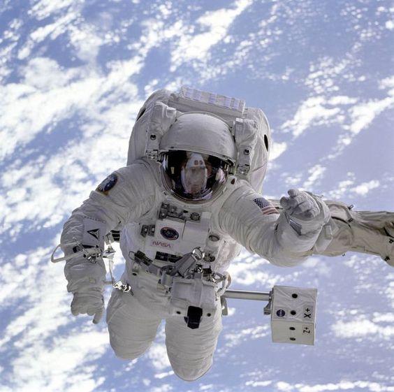 NASA (Michael Gernhardt).