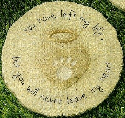 Paw Print Stepping Stone Pet  My lovely boss Lisa Baker would love this for her sweet