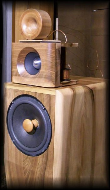 ROYAL DEVICE by Roberto Delle Curti Hi-Efficiency Loudspeakers Audiophile speaker systems High fidelity systems Sistemi di altoparlanti hi-end HiFi ed Alta Efficienza Lautsprecher Diffusori acustici stereo Enceintes acoustiques
