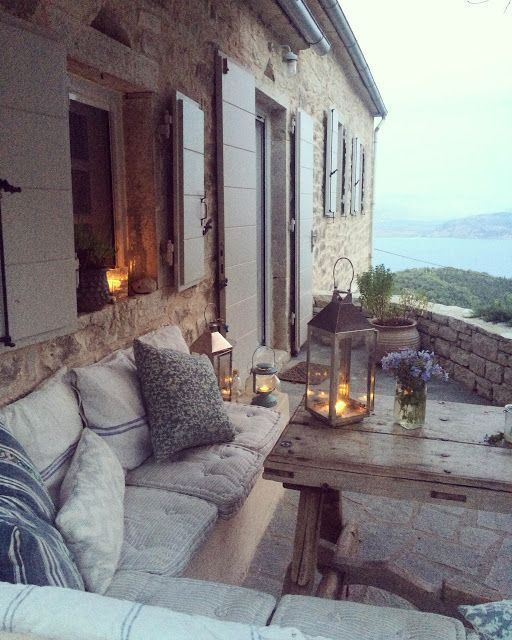The best set-up for outdoor dining, including a killer view!