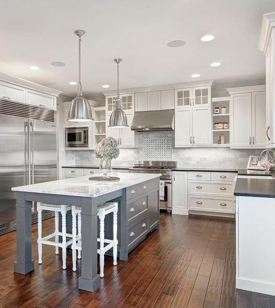 White & marble kitchen with grey island