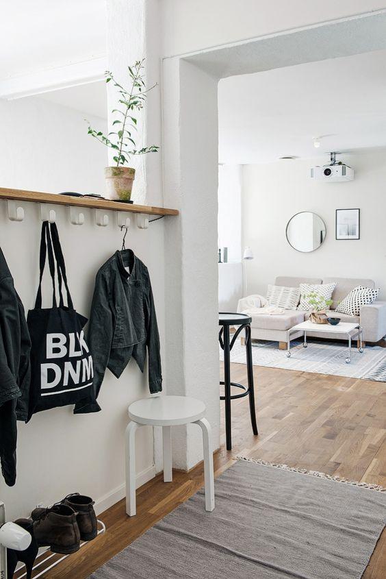 Post: Ático de 50 m² cálido, acogedor y lleno de estilo --- ático cálido acogedor, ático estilo nórdico, blog de decoración nórdica, decoración de estilo nórdico, decoración gris blanco, decoración mini aticos, espacios abiertos, mini pisos pequeños deco