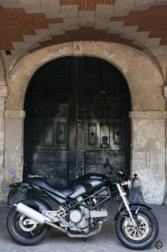 2003 Ducati Monster 620ie dark + black door