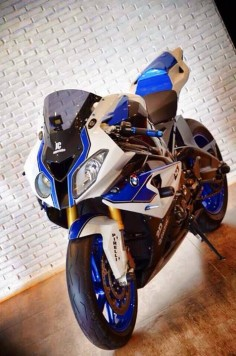 2013-BMW-S1000RR-HP4 Compettion