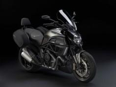 2013-Ducati-Diavel-Strada-02