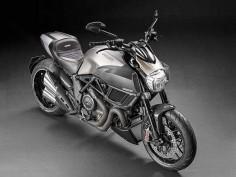 2015-Ducati-Diavel-Titanium