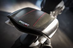 2016-ducati-diavel-carbon-7