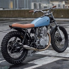 7B live on @Pipeburn now #Autofabrica #scrambler