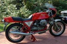 Arturo Magni 1100 mit Halbschale und Moto Guzzi Motor