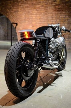 Awesome! Moto Guzzi Cafe Racer Type 9 by Auto Fabrica #motorcycles #caferacer #motos |