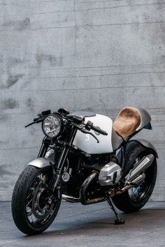 BMW R nineT Cafe Racer Heinrich by Deus Customs #caferacer #RnineT #motorcycles |