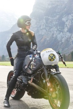 BMW R nineT Cafe Racer project - Kingston Custom #caferacergirl #chicasmoteras  