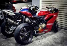 BMW S1000RR & Ducati 1199