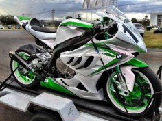 BMW S1000RR - Like mine only , much prettier.