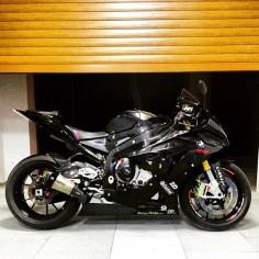 BMW S1000RR VIA : @yamaha007