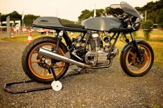 Built not Bought vom 3 #motorcycles #caferacer #motos |