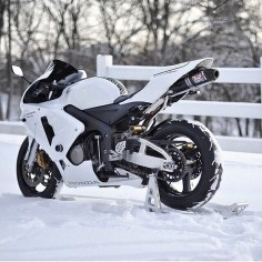 Cbr 600RR, white do look good in the