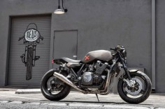 Custom Yamaha XJR1300 by Deus