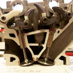 Desmo engine