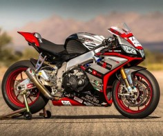 """DOUBLE TAP 2016 RSV4 superbike❤️ #universalbikers FOLLOW @panigalekings """
