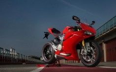 Ducati 1299 Panigale S: Toujours plus - Lancements - Ducati Superbike 2015 - Moto Journal