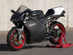Ducati 748S monoposto, matte finish. Without a doubt, my fave Duc of all time.