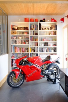 Ducati 916 = perfect reading material. I always wanted to put my 916 in the living room as a piece of art. It never leaked a drop and was gorgeous.