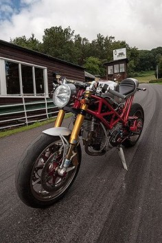 Ducati #CafeRacer #TonUp