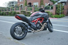 Ducati Diavel Carbon Red.