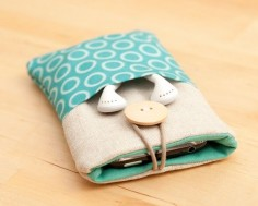 Fabric phone case w/ pocket for earbuds :)