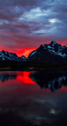 Fire all night long on the Lofoten archipelago in northern Norway • photo: Madis Särglepp