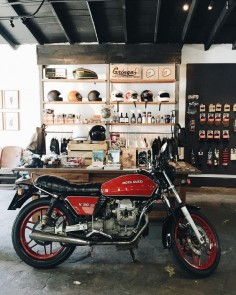 FOR SALE: our friend is selling this beautiful Moto Guzzi v50 III. Asking $4k, great paint job. #v50