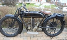 Garelli 1924 349cc GARELLI ROUTIERE 1924  The two-stroke two-cylinder common chamber Garelli retained the working principle of its original creator to production in the 30s of 1900.  The motorcycle proposed here is characterized by the model back to the First World War with its magneto placed in front of the cylinders, its gear integral to two speed - the latter a simplified version of the gearbox designed by Adalberto Garelli for Bianchi - and final drive chain.