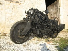 githnji: bassman5911: GL1000 / GL1100 Hybrid Rat-Bike This thing is like a post-apocalyptic bike on steroids. So kickass.