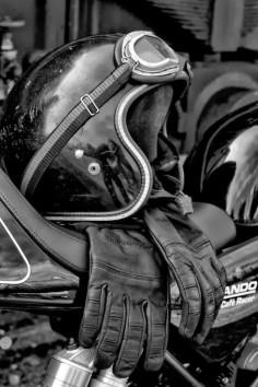 GOING OLD SCHOOL: Cafe Gear | Helmet | Goggles | Gloves | Norton Commando Cafe Racer