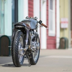 Honda // CB550 cafe racer built by Kott Motorcycles