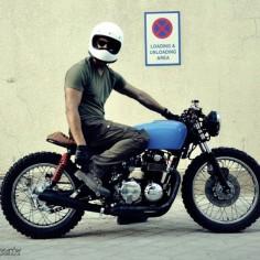 Honda CB750 cafe racer X DMD racer helmet