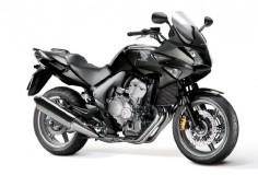 Honda CBF600S: 76 pk, 600 cc, 58 nm, 4 cilinders, tweedehands €3000 à €5000, lesmotor 2013 AVD (zonder kuip, dus zonder S)