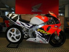 Honda RC45 racer