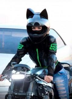 ✦⊱I LOVE her helmet!⊰