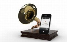 iAcoustic antique gramophone inspired iPhone/iPod Touch dock