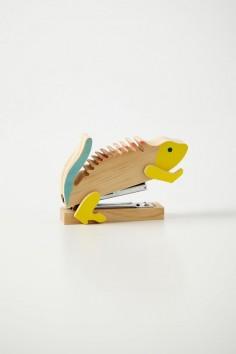 | Iguana stapler. |