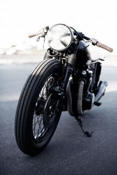 Interesting Headlight : Seaweed & Gravel CB550 Motorcycle.