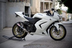 Kawasaki Ninja 250R (White). YES PLEASE!!! ♥