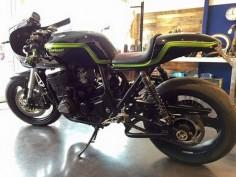 Kawasaki ZRX Cafe Racer - Ruleshaker #motorcycles #caferacer #motos |