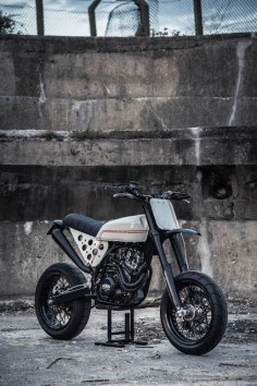 KTM 520 Street Tracker by Robinsons Speed Shop #motorcycles #streettracker #motos |